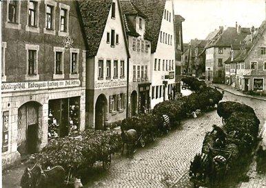 Königstraße 1912: Anfuhr von Tabak Quelle: Archiv Grießhammer